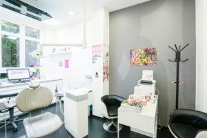 Salle de soins du cabinet du Dr Ichou orthodontiste à Paris 17