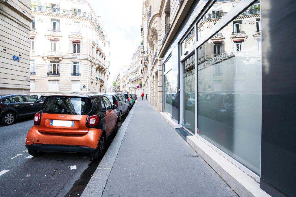 Rue du cabinet du Dr Ichou à Paris 17