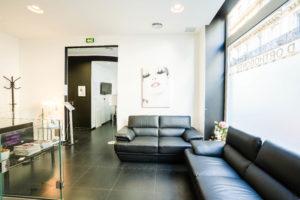Salle d'attente cabinet du Dr Ichou orthodontiste à Paris 17